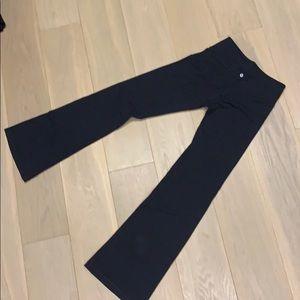 Lululemon black yoga pants/ leggings.
